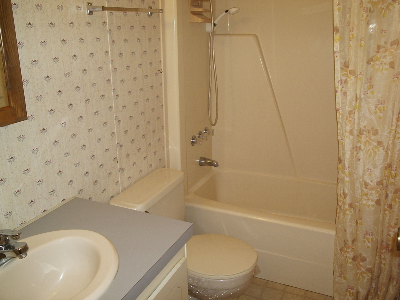 Hall Bath - Damian Drive