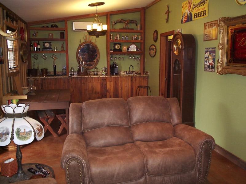 Family Room 2 - 10th Street