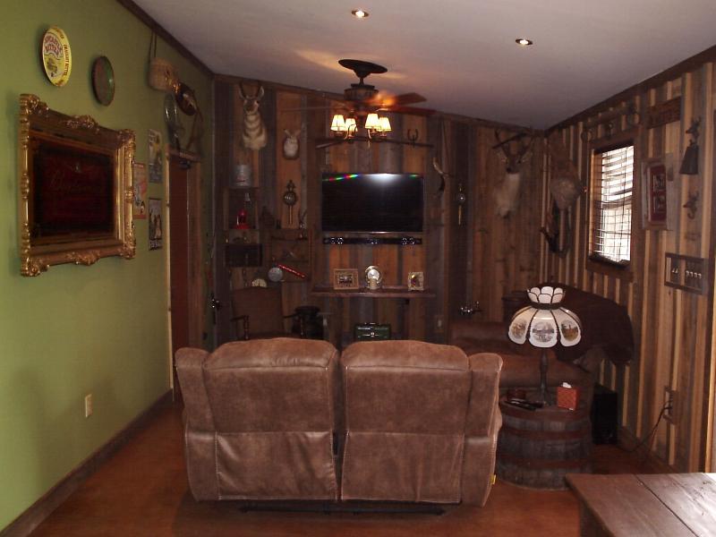 Family Room 1 - 10th Street